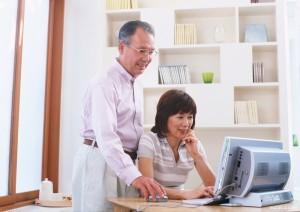 シニアのネット利用が増加=70歳代で4割に-総務省調査
